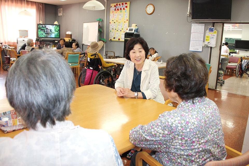 吉岡町内の老人施設訪問
